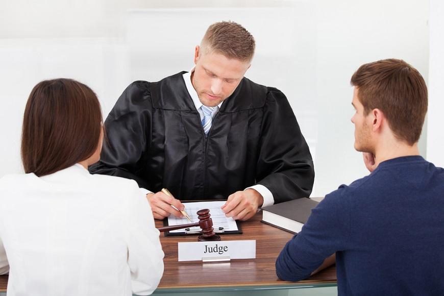как вести себя в суде истцу